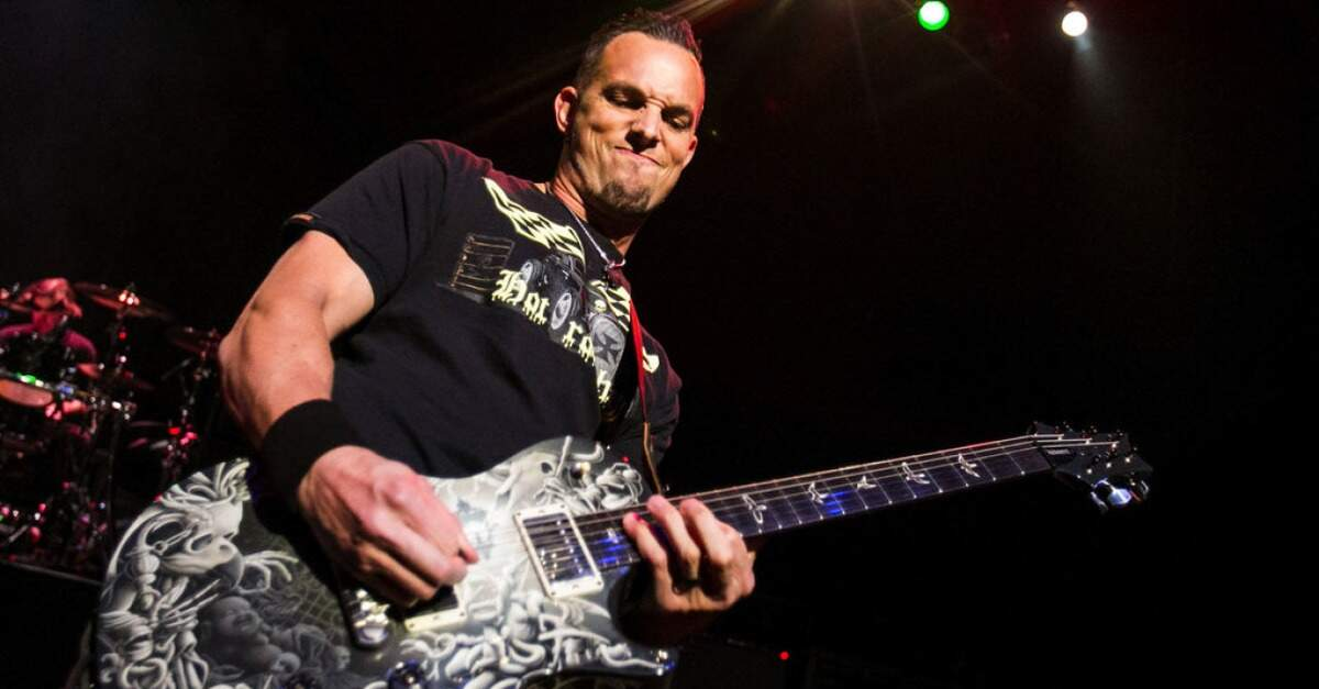 Mark Tremonti tocando ao vivo