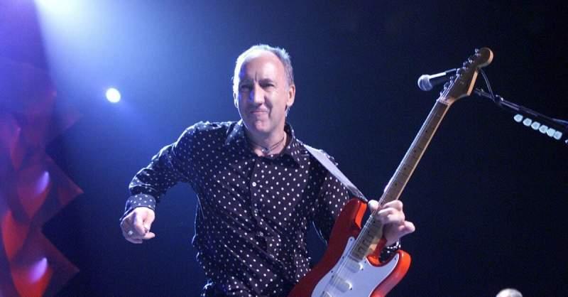 Pete Townshend tocando uma Stratocaster vermelha