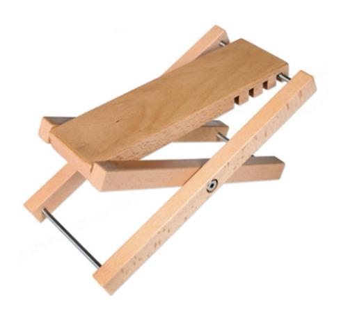 Banquito apoya pie de madera
