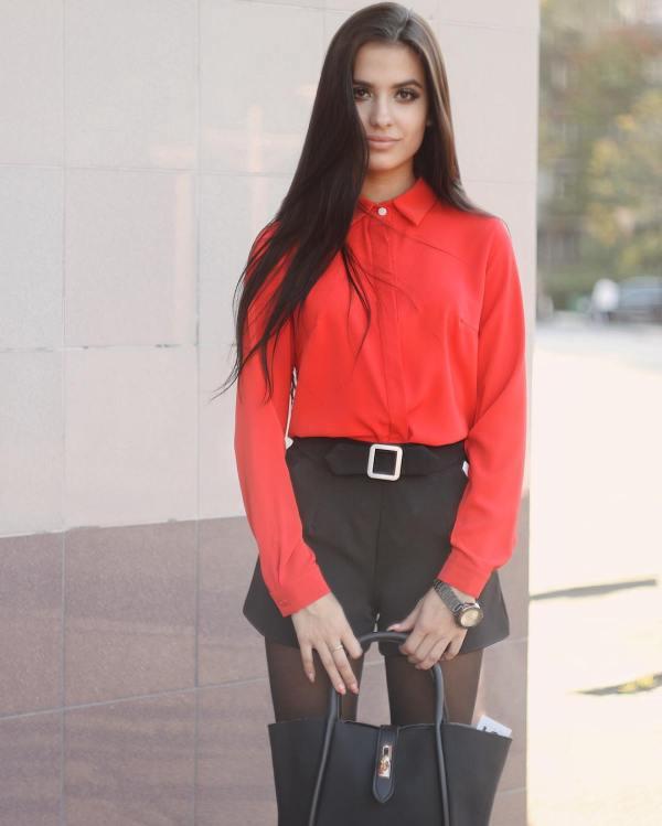 Красная рубашка женская с чем носить: С чем носить красную ...