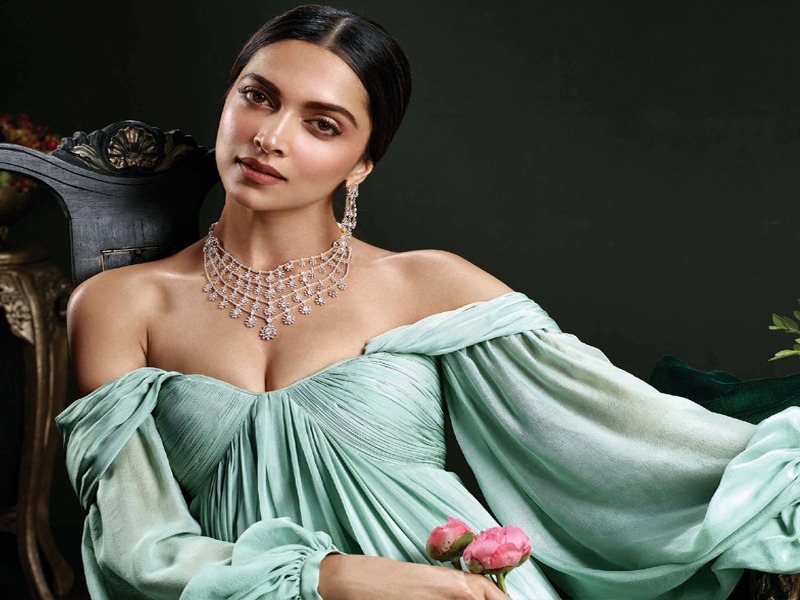 Deepika Padukone Age, Height, Biography, Boyfriend, Family ...