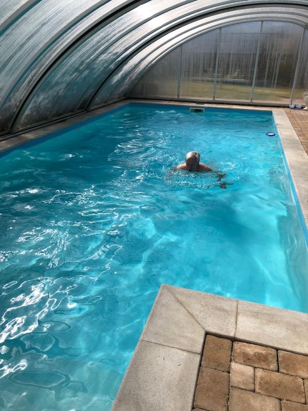 Svømmetur i poolen