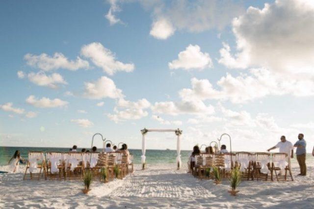 planification de mariage à la plage