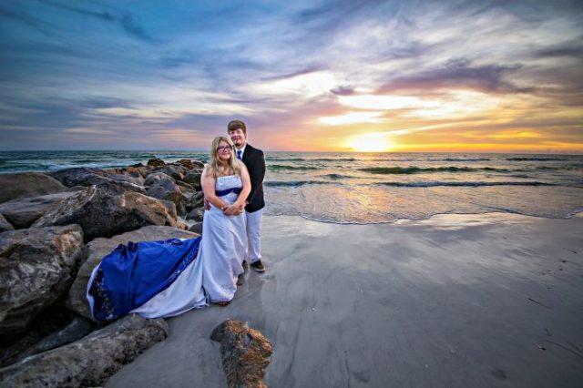 couple de mariage sur une plage