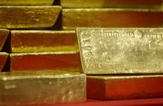 Gold Off 1-Month Low, But US Rate Hike Fears Cap Gains