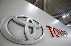 In Green Car Race, Toyota Adds Muscle With Fuel-Cell Launch