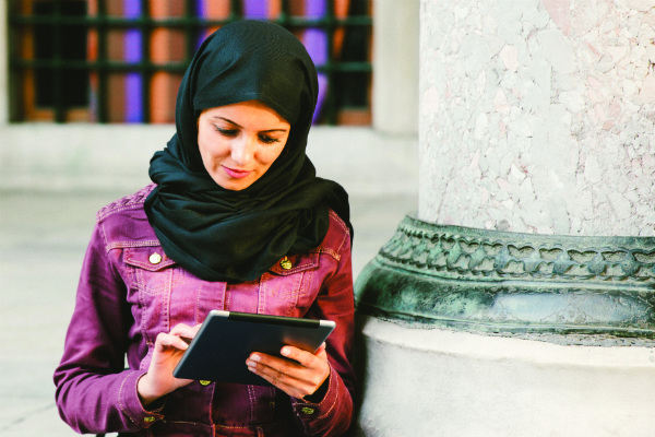 Halal woman with tablet