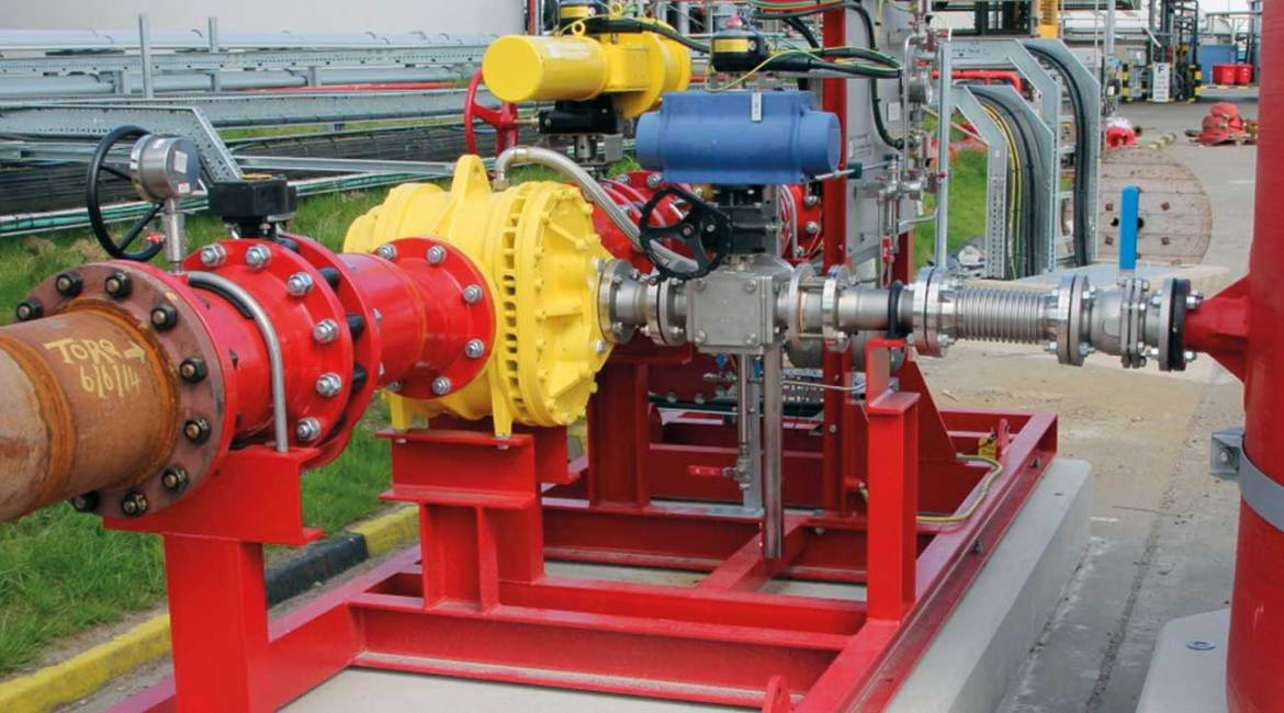 MAXI Turbinator installed on fixed skid feeding foam pouring systems on storage tanks and bunds.