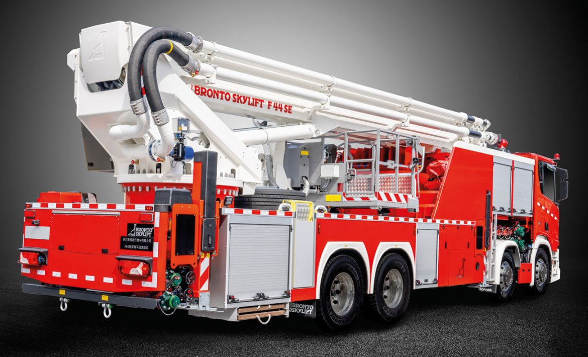 SE-range aerial platforms feature water capacity up to 12,000 l/min.