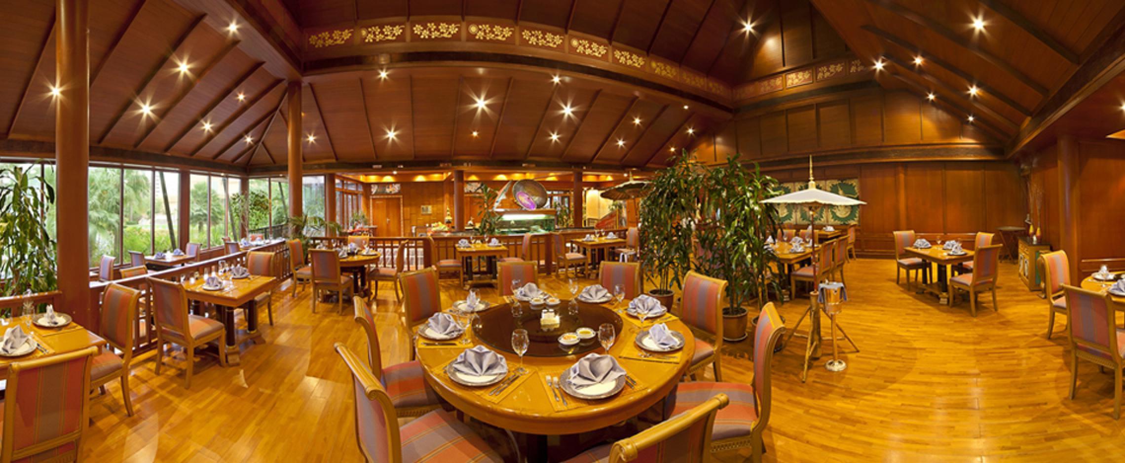 Dining table buffet decor