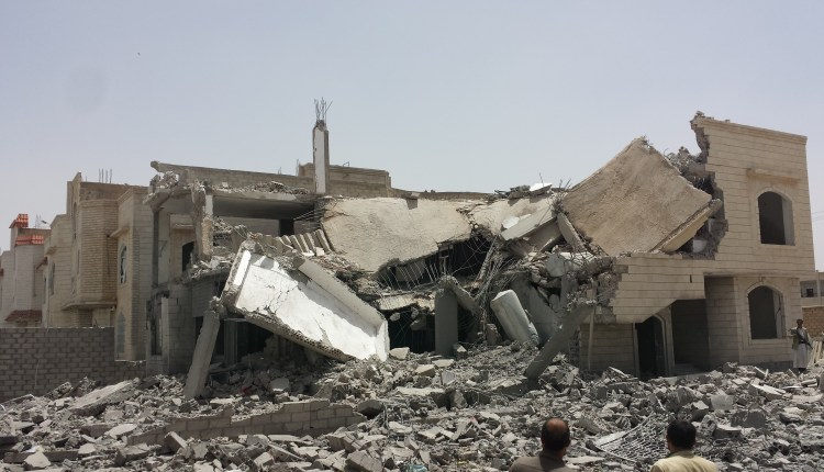 Destroyed_house_in_the_south_of_Sanaa_12-6-2015-4