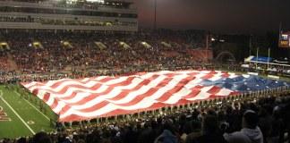 Flagceremoni til kamp