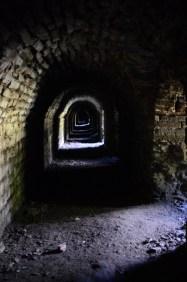 Interiör från kassematterna i bastion Victoria.