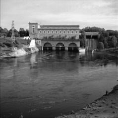 Den socialrealistiska kraftstationen på ryska sidan av Narva.