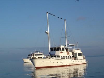galapagos-boat-tour