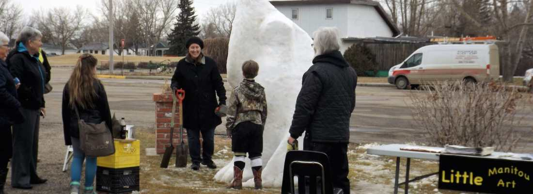 Snow Sculptor Makes Winterfest Appearance GULL LAKE SouthWest Saskatchewan Tourism  Winterfest Community