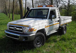Toyota Landcruiser HZJ79 equipamiento minas vehiclestaxfree