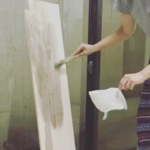 GUMI•DIY第4弾初動画🎞営業後にパンちゃんと作業♡サンダーかけて塗装。慣れてきたのもあるし、かなり手際よくなった😙何ができるかなー。#横浜 #青葉台 #田園都市線#リラクゼーションサロンGUMI#タイ古式マッサージ#タイ式リフレ #ヘッドセラピー#タイ雑貨 #モン族 #リス族 #カラフル#パーサータイ #タイ大好き #DIY #女子 #サンダー #ペンキ塗り #せっかち #ビバホーム #ホームセンター