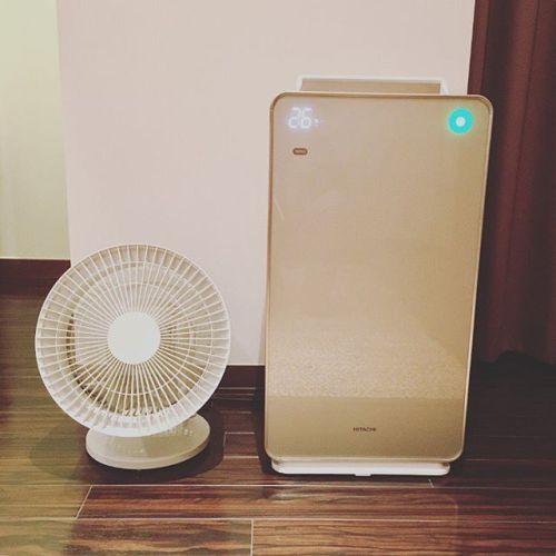 【Simple is the best!!】*お気に入りのGUMI家電サーキュレーターやっと買えた〜!笑音も静かでデザインもシンプル。*右はHITACHIの空気清浄機兼加湿器。GOLDがかっこいい!ボタンがなくタッチパネルになってます。 *#カモメファン  はあきらめた…#design #simple #stylish#夏 #暑い #風#サーキュレーター #hitachi #家電 #おしゃれ #青葉台マッサージ#田園都市線#タイ古式マッサージ#リラクゼーションサロン #gumi