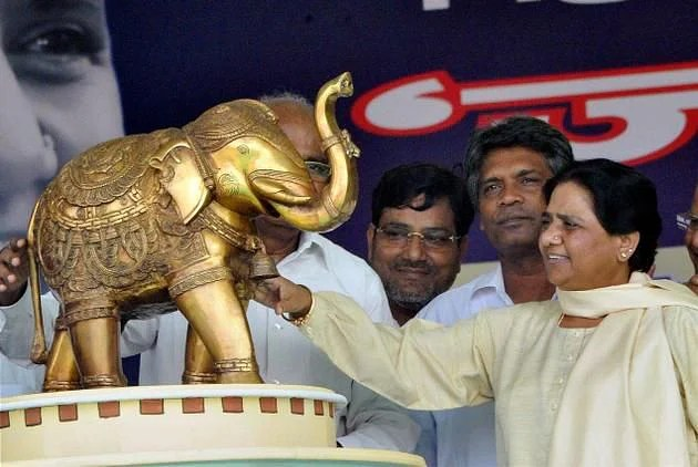 UP Elections: Today, as many Dalits are with Mayawati, as much against them, now how will an elephant riding in a paper boat cross the river?