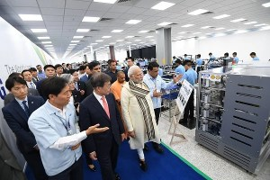 After Investing Rs 4,825 Crore, Samsung Commences Production of Portable Display Panels At Its Noida Factory