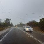 Regenschauer bei der Einfahrt nach Perth