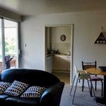 Unsere Wohnung in Perth: der Wohn- und Essbereich mit Blick in Küche und Balkon