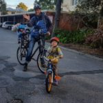 Abfahrbereit auf Fahrrädern