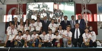 BAŞBAKAN YARDIMCISI FİKRİ IŞIK GÜMÜŞHANE'DE KODLAMA ŞENLİĞİNE KATILDI