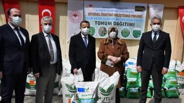 Vali Taşbilek, Gümüşhane'de 90 ton yem bitkisi tohumu dağıtımını başlattı