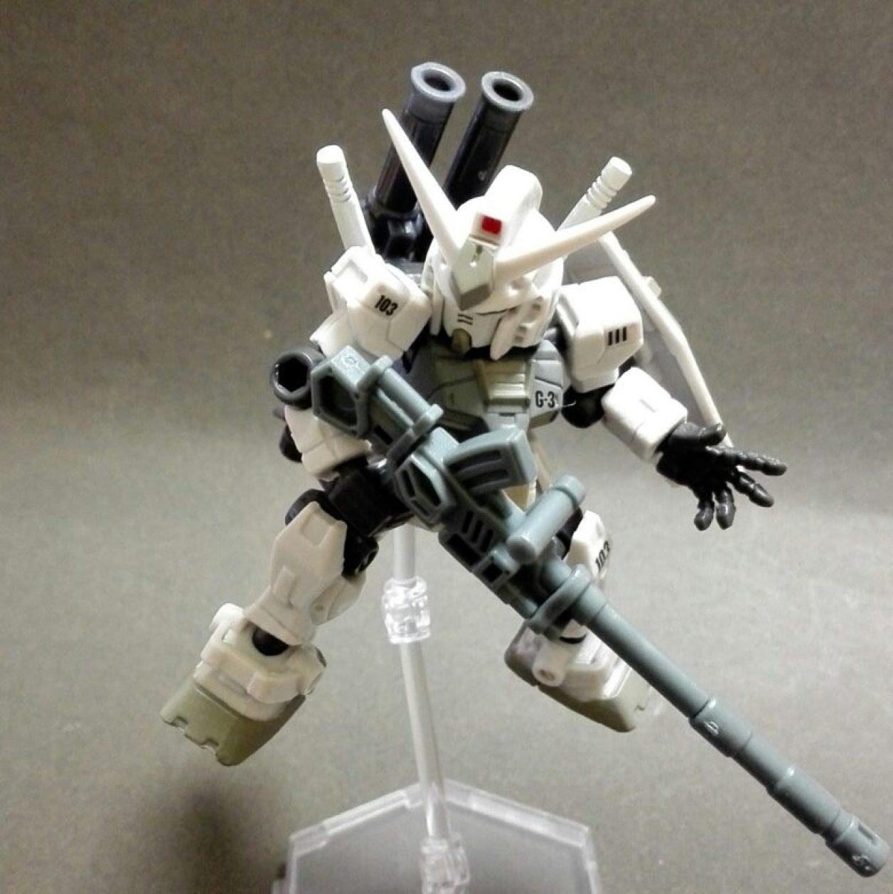 MOBILE SUIT ENSEMBLE(モビルスーツアンサンブル)1.5弾のガンダム(G3)と09弾武器セットの180mmキャノン砲の組み合わせの画像