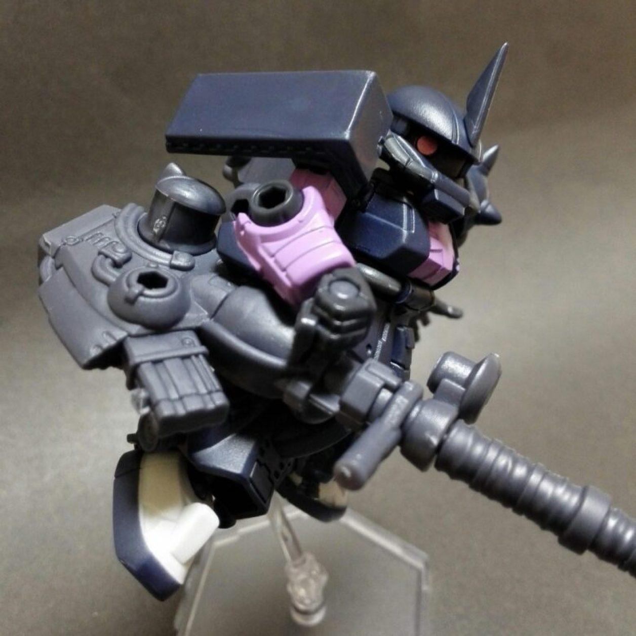 MOBILE SUIT ENSEMBLE(モビルスーツアンサンブル)12弾の高機動型ザクii(黒い三連星仕様)に180mmキャノン砲を装備させた画像