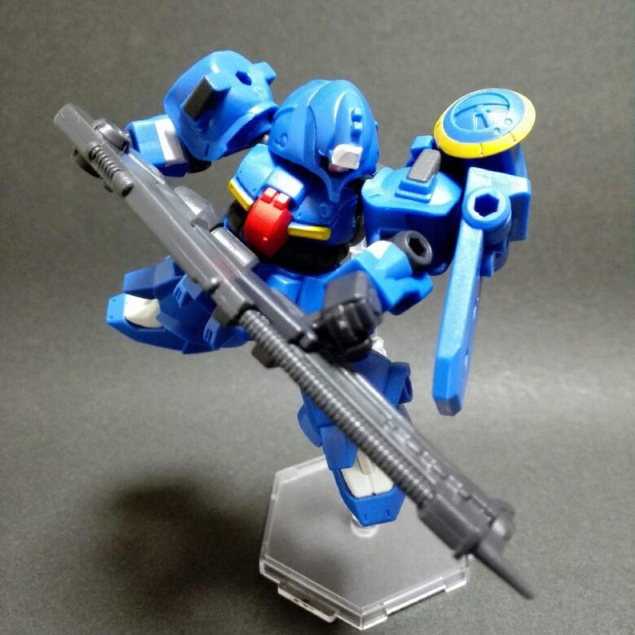 モビルスーツアンサンブル13弾のゼクアインの第2種兵装をコトブキヤさんのミニフライングベースでディスプレイしている画像