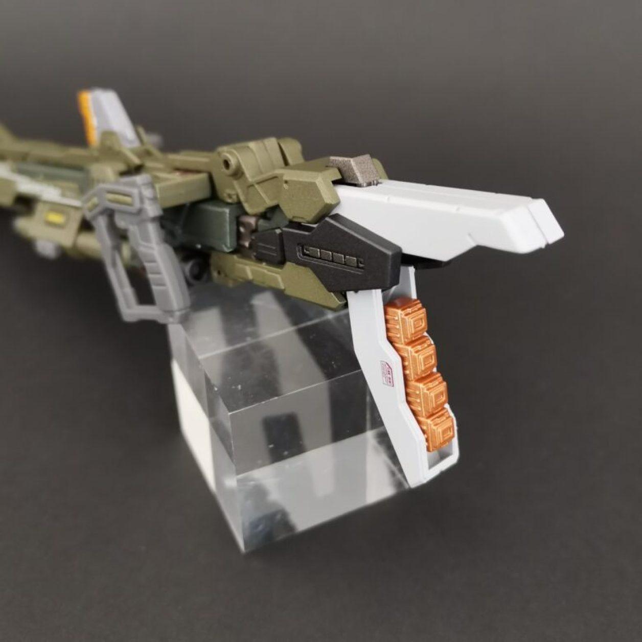 METALBUILD (メタルビルド)のランチャーストライカー付属品の320mm超高インパルス砲のバッテリーパックのアップ画像