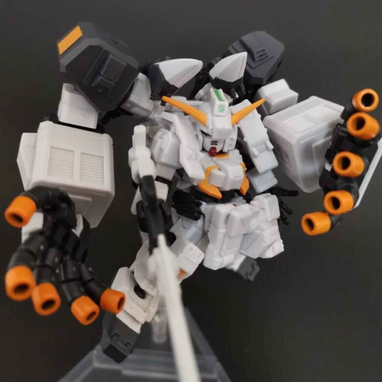 mobile suit ensemble (モビルスーツアンサンブル)ex23弾のガンダムtr-1[ヘイズル·アウスラ](ギガンティックアームユニット装備)にロングブレードライフルを装備させて高性能光学センサーユニットからノーマルセンサーに換装してニューフライングベースでディスプレイした画像