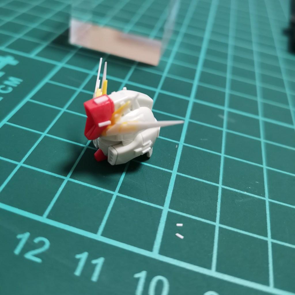 hguc zzガンダムの頭部ユニットをプラバンでディテールアップしている画像