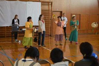 フィリピンのスブリという踊りを体験