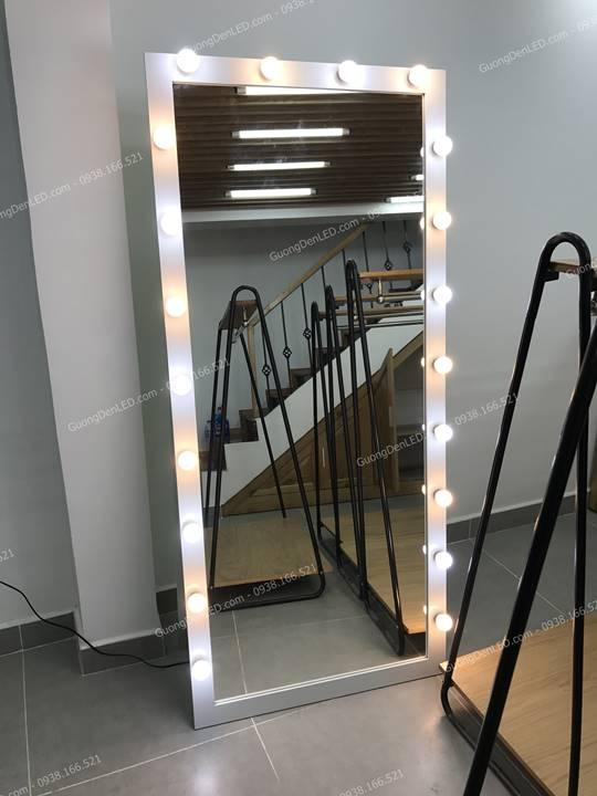 Gương Gắn đèn chụp shop