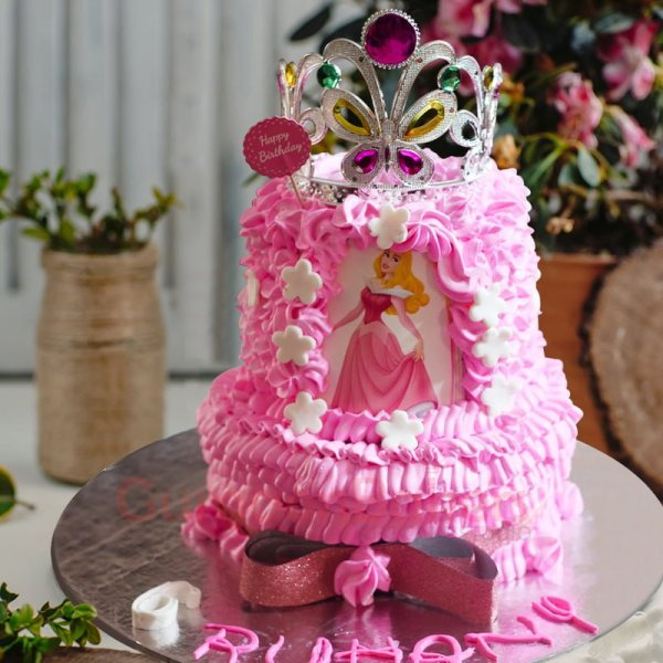 fit for royalty cake
