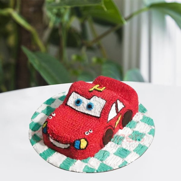 hand piped disney cars cake