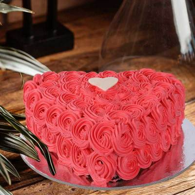 roses and curls loveheart cake