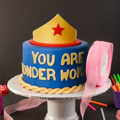 wow wonder woman cake