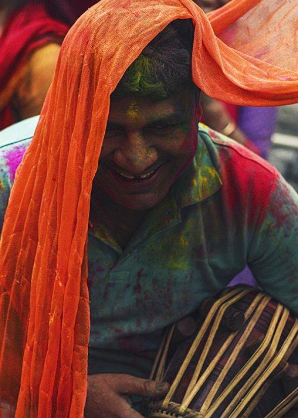 Wear-Dark-color-clothes-holi-celebration