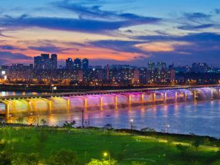 Мост Фонтан радуги в Сеуле