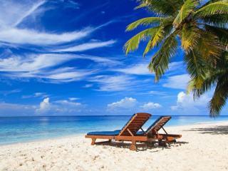 Где отдохнуть на море осенью — 20 лучших направлений