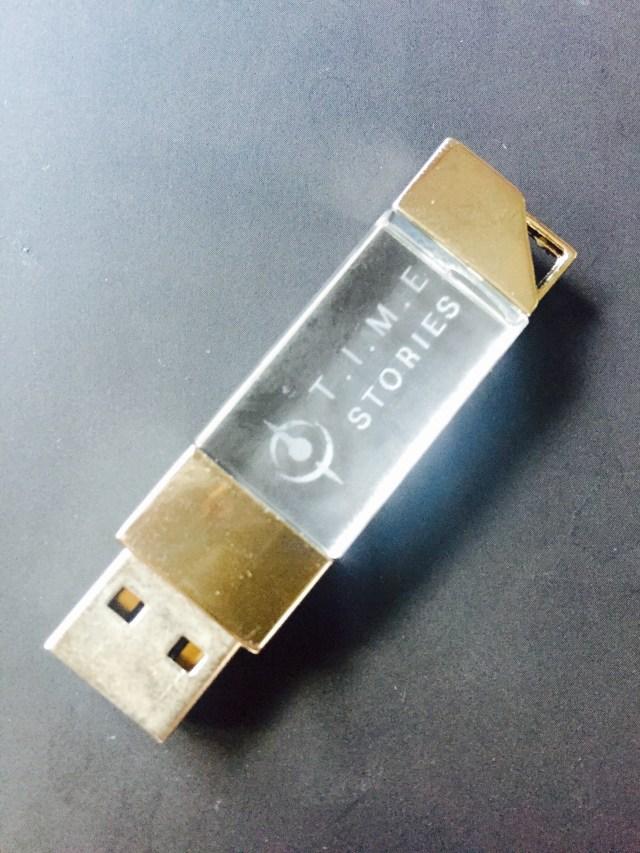 Même la clé USB envoyée aux journalistes contenant tous les visuels est swag