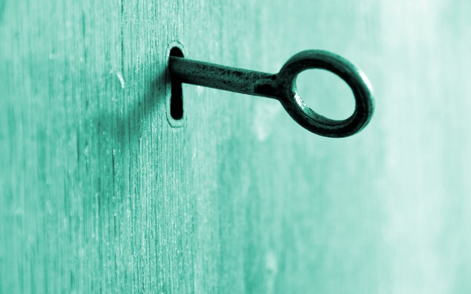 Key-Macro-On-The-Door-Wallpaper-Full-HD