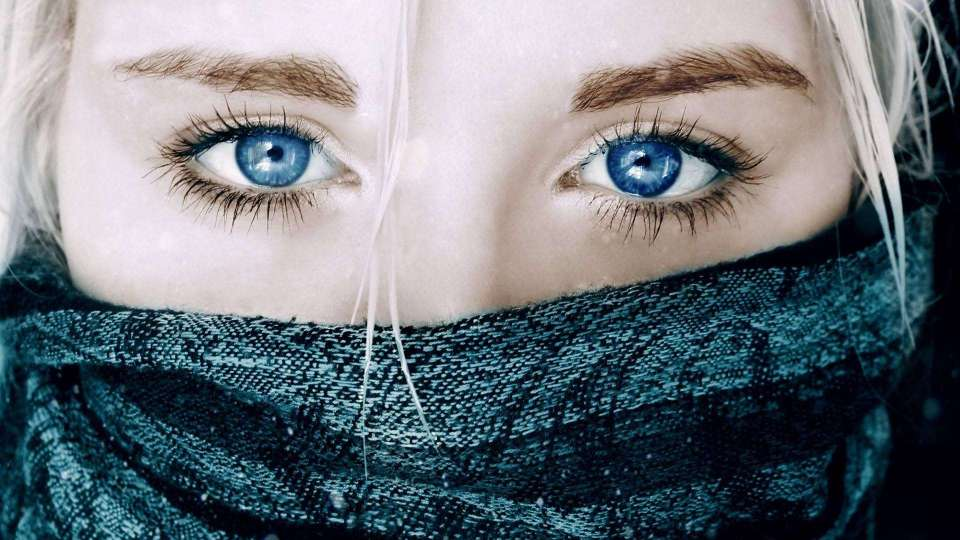 Beautiful-Girl-Blue-Eyes-Wallpapers