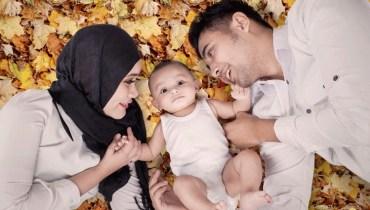 Foto Keluarga dan Bayi Lucu