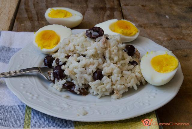 Insalata di riso tonno olive e uova sode